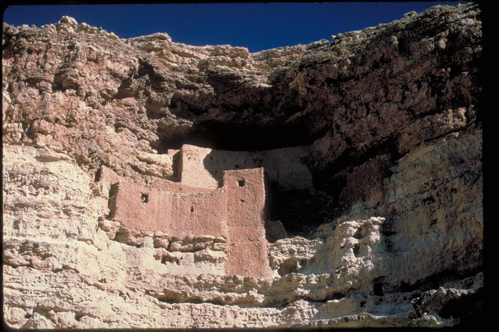 Cliff dwellin at Montezuma Castle National Monumnet